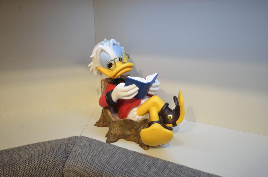 Dagobert Duck, lesend