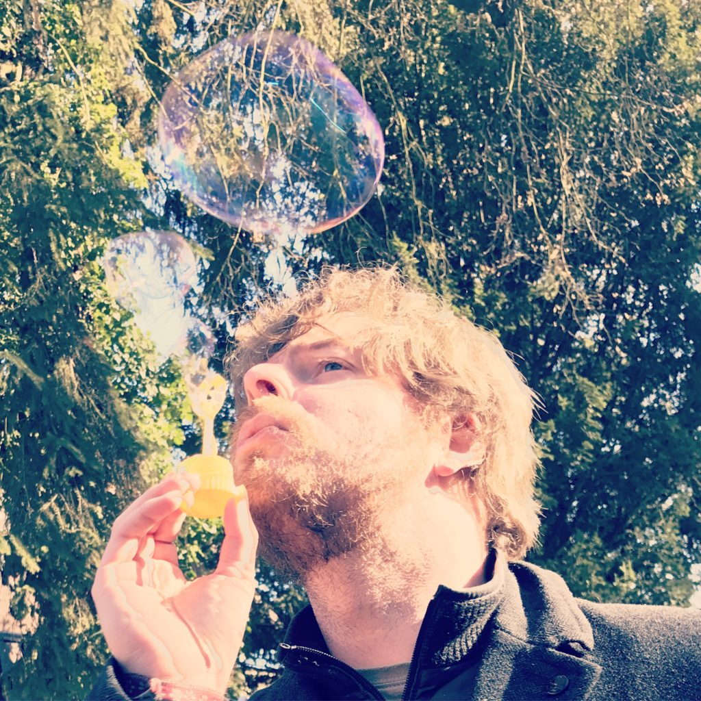 Jens mit Seifenblasen