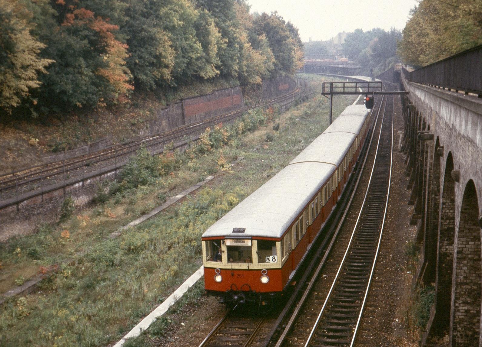 Halbzug der Baureihe ET 165 bei der BVG
